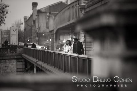 portrait couple walk in paris black and white in love smile