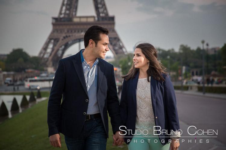 portrait couple walk on trocafero front of Eiffel Tower in paris hand in hand