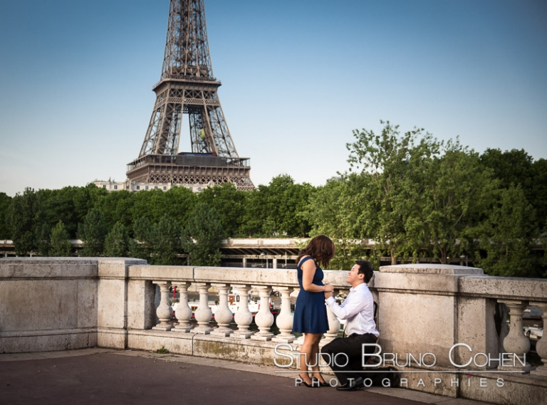 surprise proposal in paris couple in love emotions from Bir Hakeim bridge front of Eiffel Tower at sunrise
