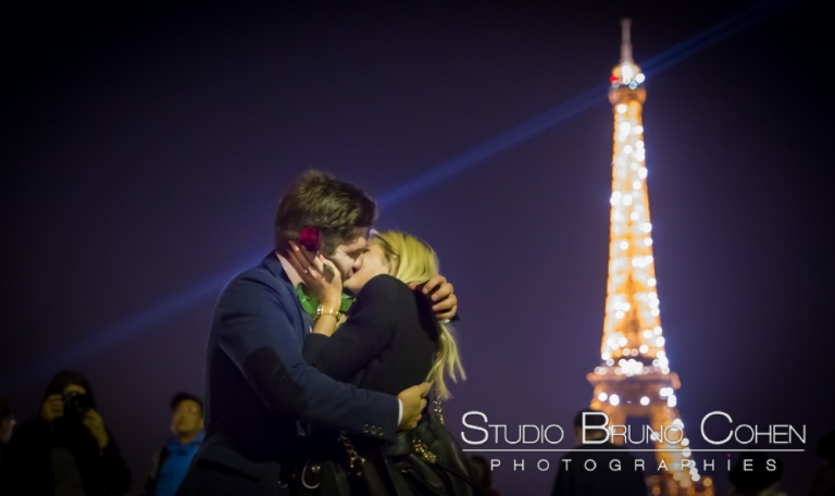 A Kiss near Eiffel Tower sparkles at night from trocadero