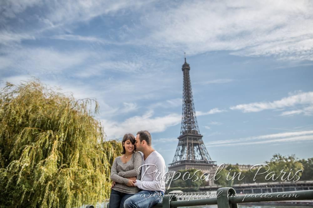 original hugging couple in paris front of eiffel tower