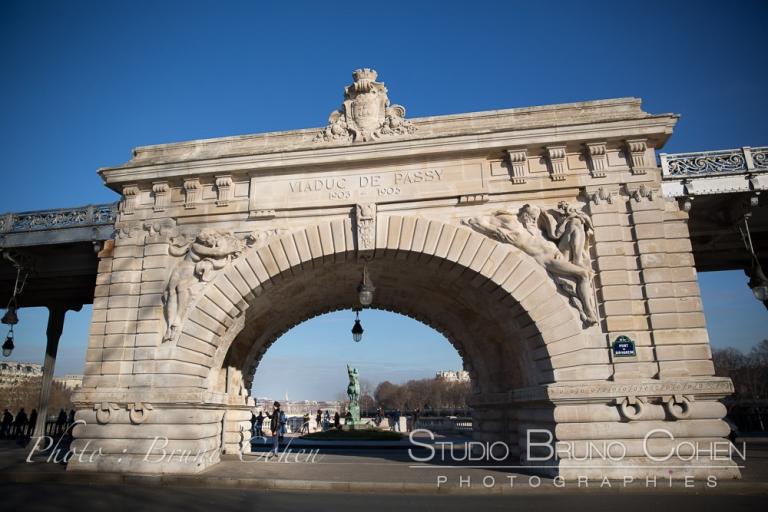 Bir-Hakeim Bridge Paris proposal at winter near Eiffel Tower