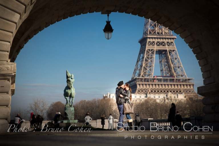 kissing couple on Bir Hakeim bridge front Eiffel Tower at winter paris