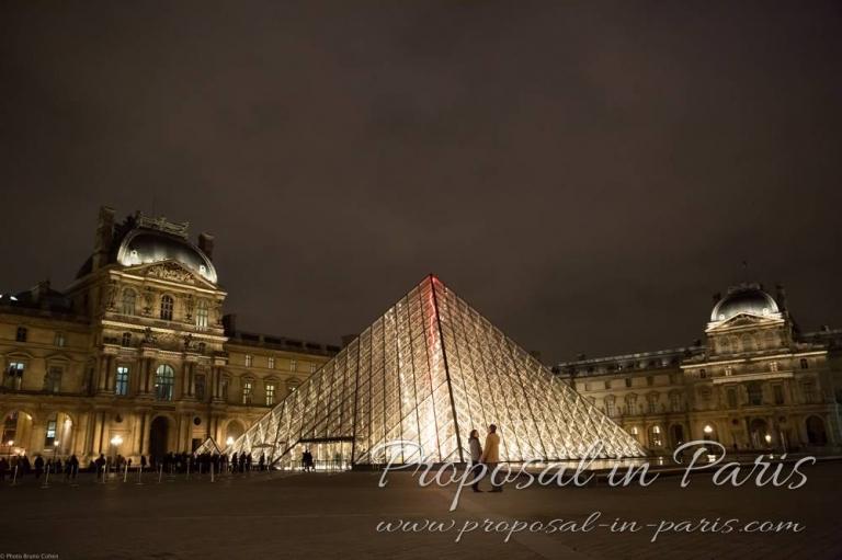 La pyramide du Louvre, Paris by night