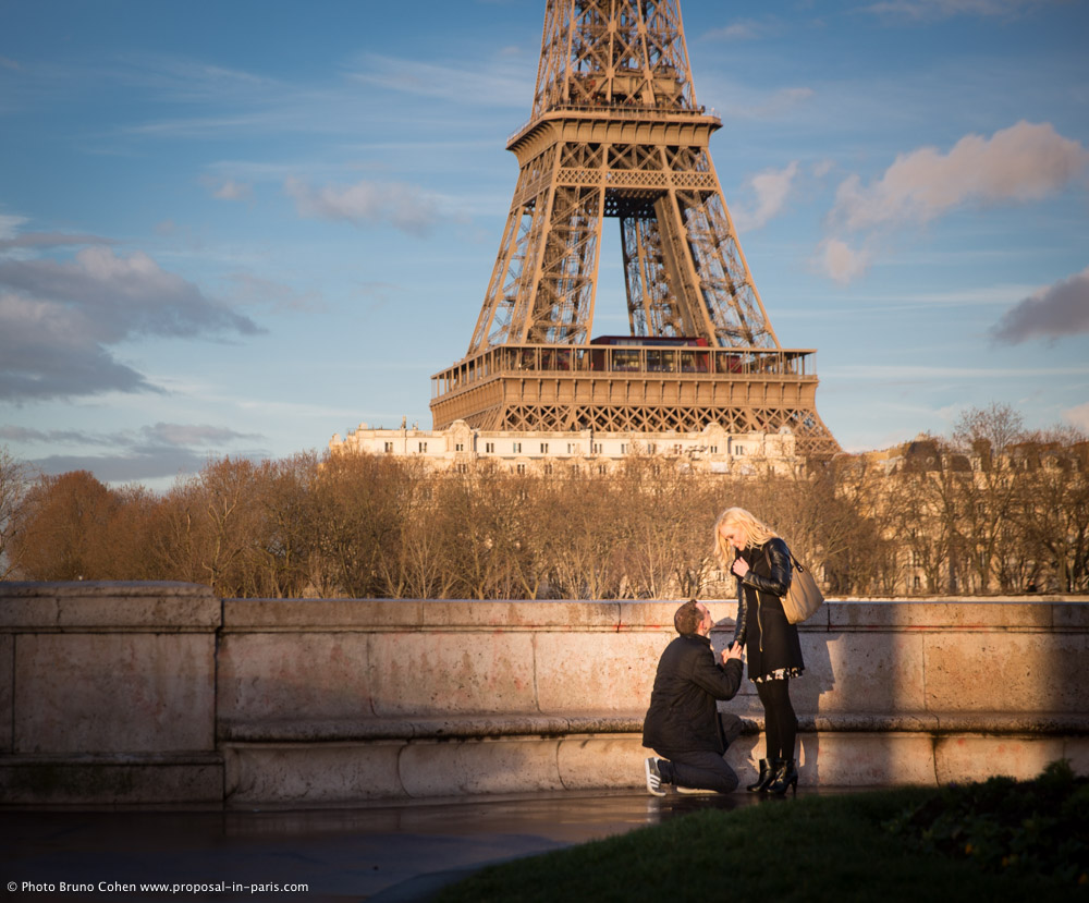 Proposal in Paris Bir-Hakeim Bridge