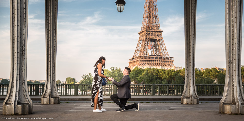 jon and manal proposal at bir hakeim bridge paris france proposal in paris quality. Black Bedroom Furniture Sets. Home Design Ideas