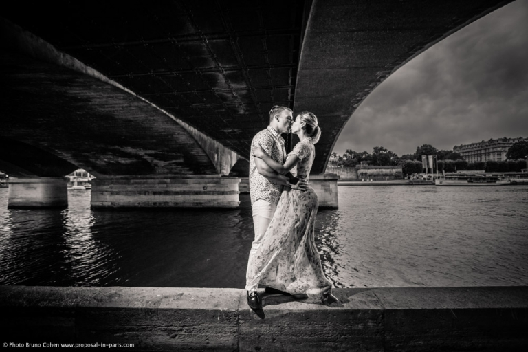 paris engagement photographer pont d'iena