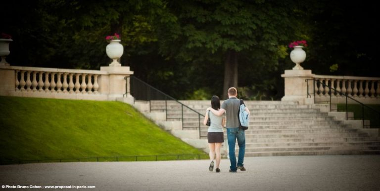 romantic walk in Luxembourg gardens proposal in paris at sunrise couple