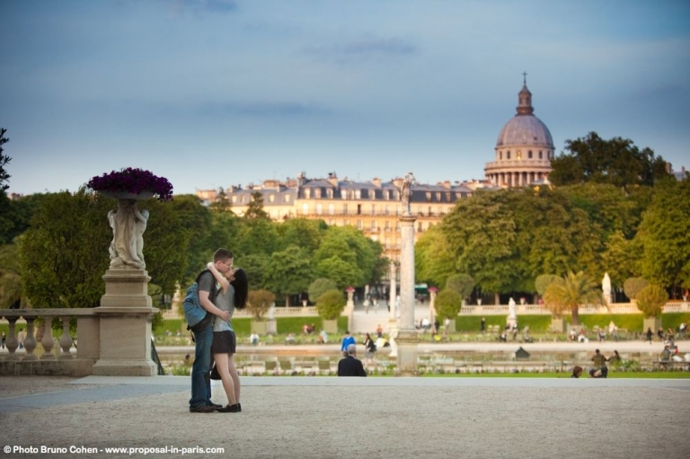romantic walk in Luxembourg gardens kissing couple proposal in paris at sunrise love