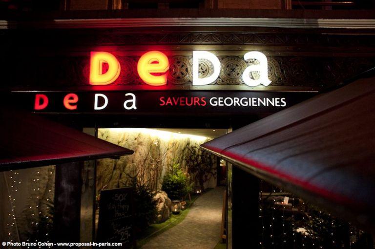 proposal in paris restaurant deda Georgian night couple