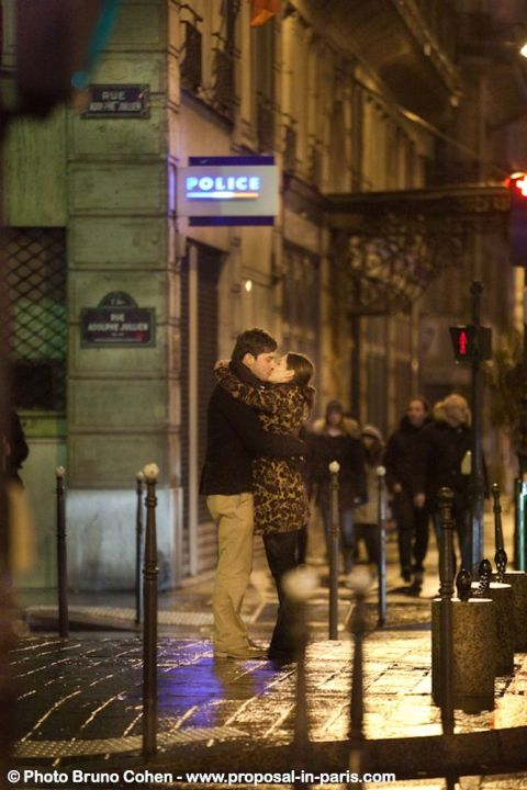 proposal in paris portrait kissing couple at night love kiss notre dame cathedral