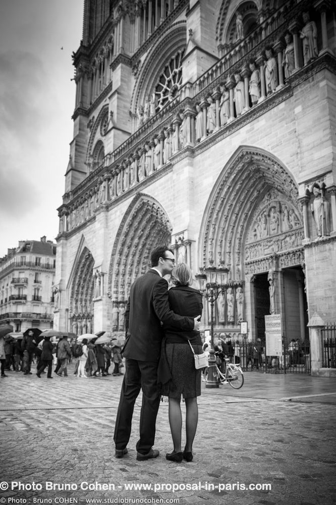 portrait couple in love front of notre dame cathedral in paris proposal black and white