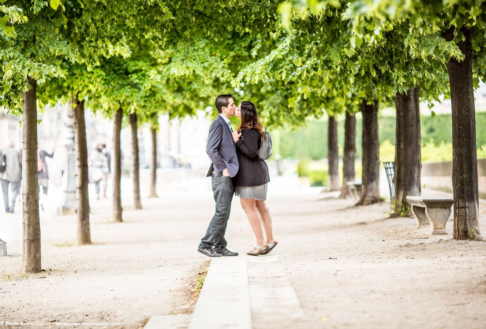 amazing couple from mexico proposal in paris hidden photographer at Louvres Palace