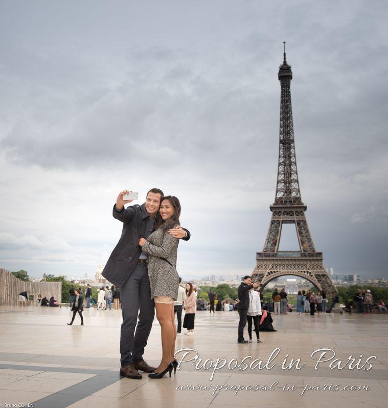 couple taking selfie in Trocadero front of Eiffel Tower