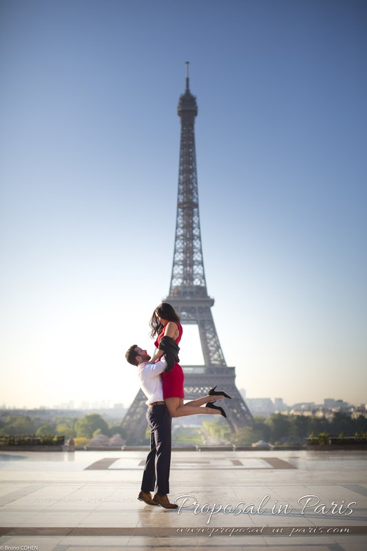 proposal couple in Trocadero lady jump front of Eiffel Tower at sunrise