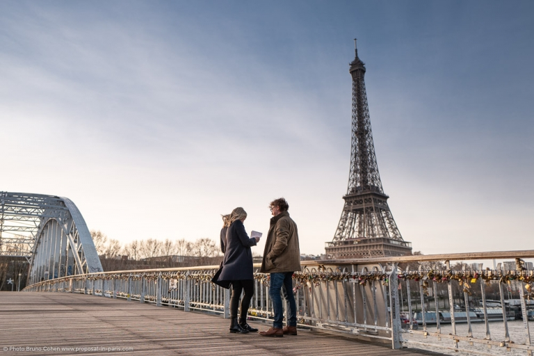 proposal in paris on bridge front of Eiffel Tower at the sunrise